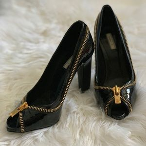 Black peep toe heels with faux-zipper📀